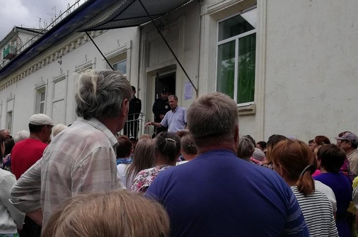 Мэр Тулуна Юрий Карих предложил тулунчанам самим фасовать и раздавать гуманитарку