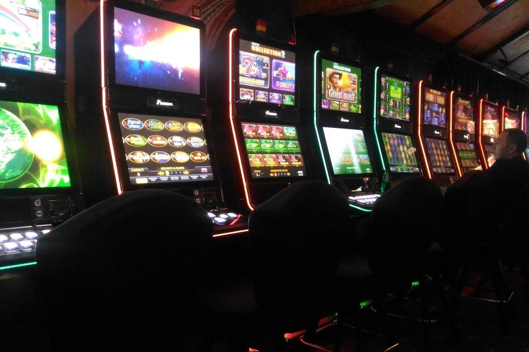 В Башкирии мужчина установил в магазинах игровые автоматы под видом платежных терминалов
