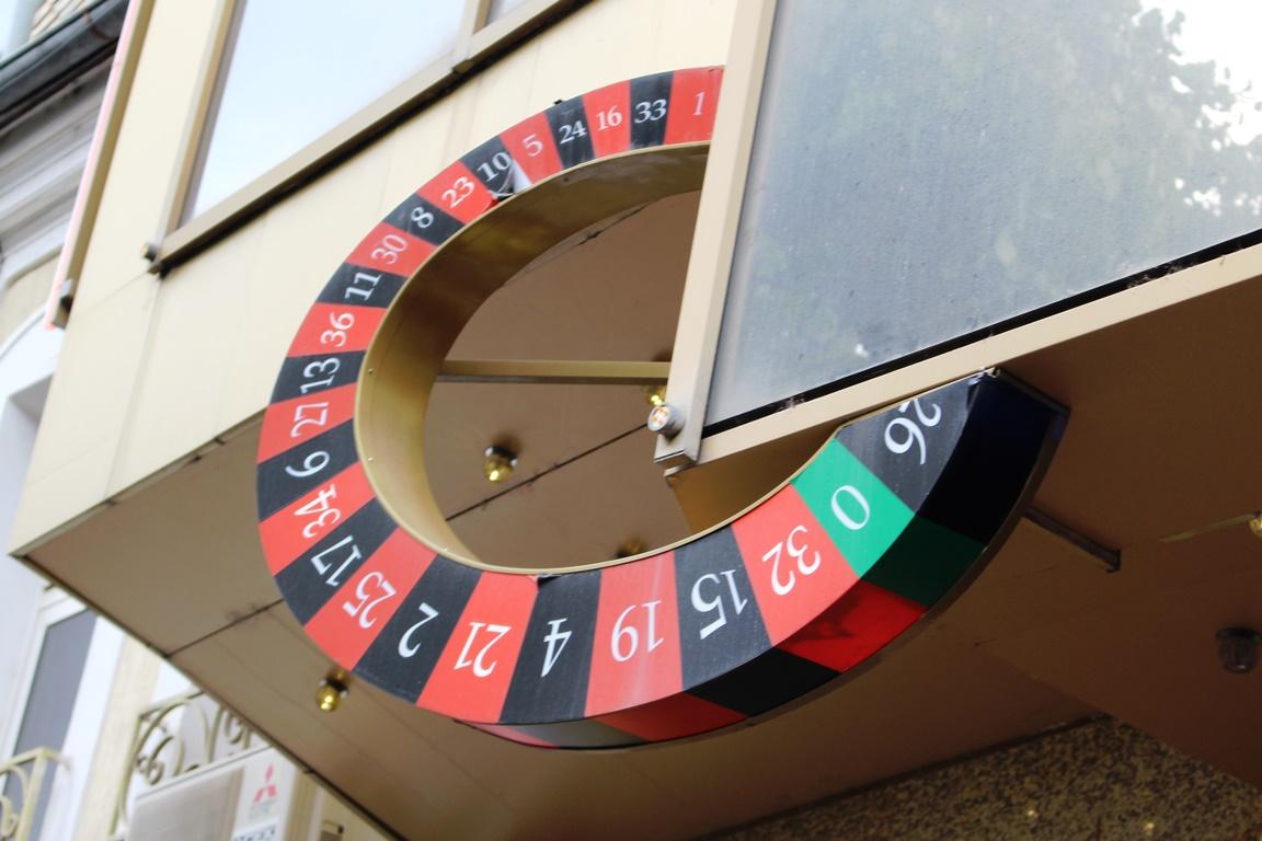 Уфимку и жителя Мурманска осудят за организацию нелегального казино