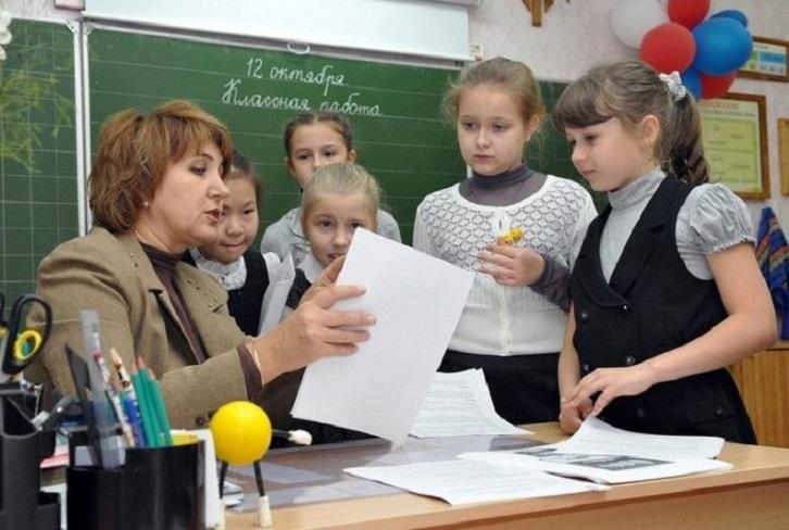 Госдума РФ рассмотрит предложения по освобождению учителей от лишней бумажной работы