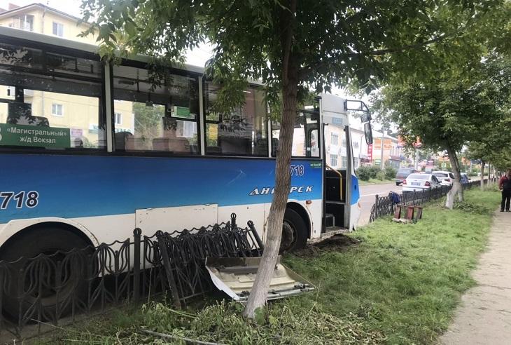 В Ангарске в ДТП пострадала пассажирка автобуса