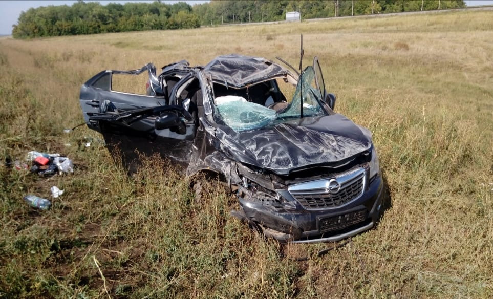 В Башкирии при обгоне столкнулись два автомобиля, есть пострадавшие