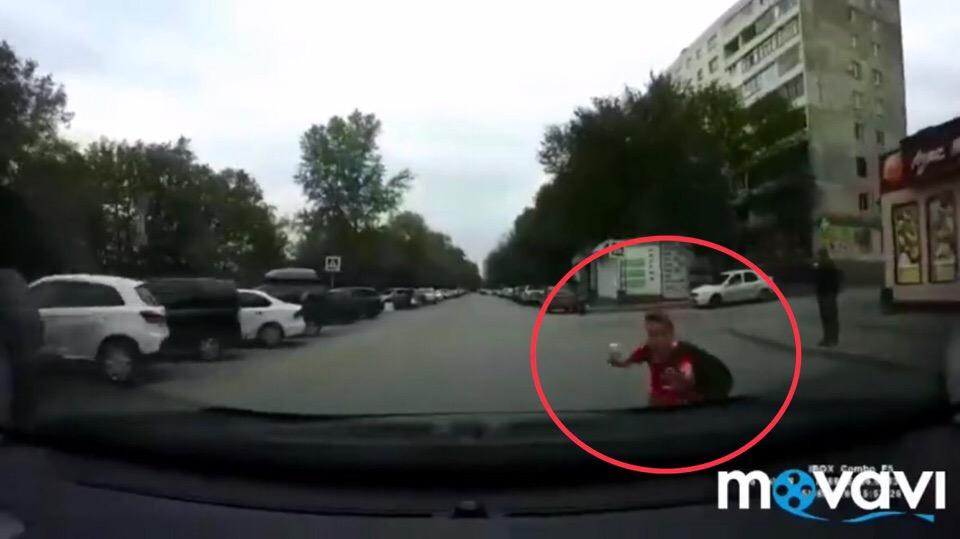 В Уфе внезапно выбежавший на проезжую часть ребенок попал под колеса машины