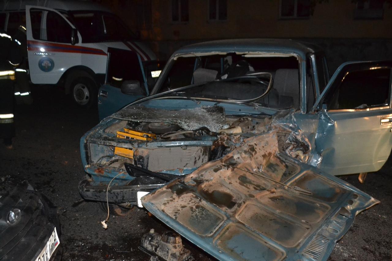 В Уфе пострадавшему в ДТП водителю потребовалась помощь спасателей