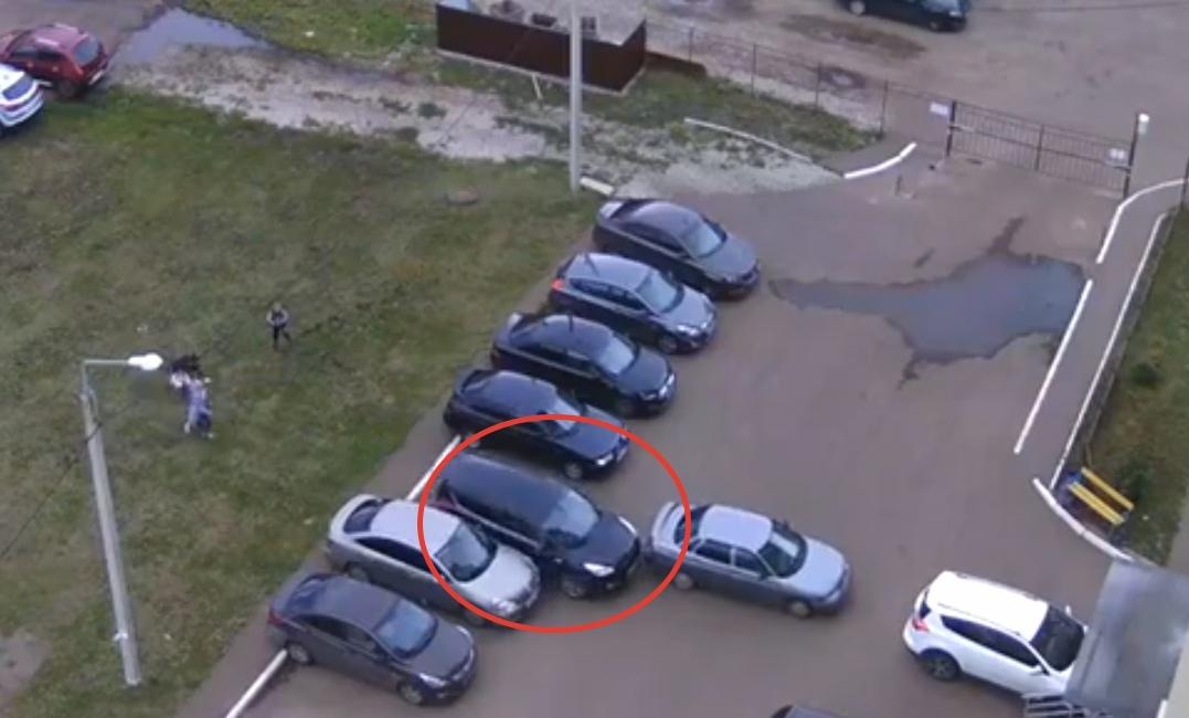 В Башкирии во дворе жилого дома произошло тройное ДТП без участия водителей