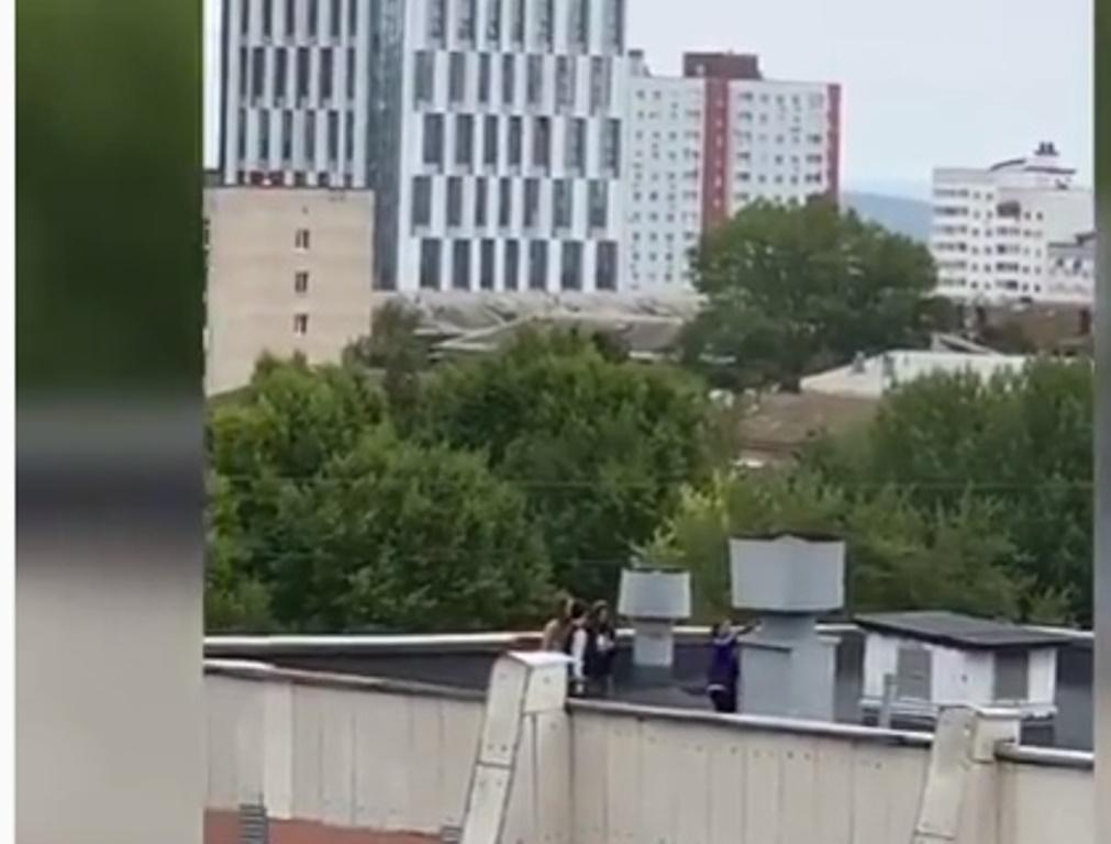Уфимцы возмутились поведением подростков на крыше 10-этажки