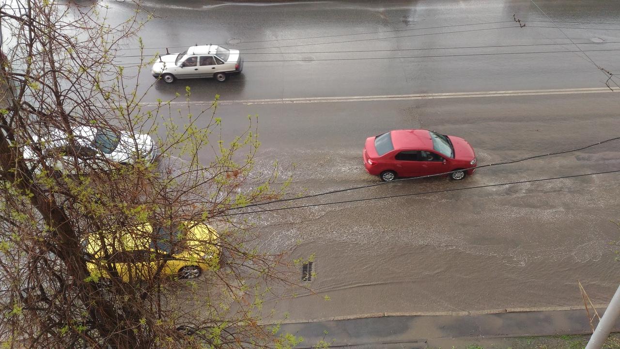 «Скоро можно будет плавать»: Жители Башкирии массово жалуются на потоп после очередного дождя