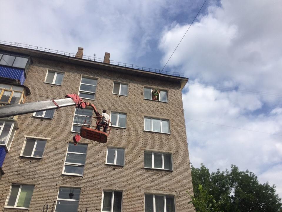 Житель Башкирии поднялся на 5 этаж в люльке автопогрузчика, чтобы сделать сюрприз