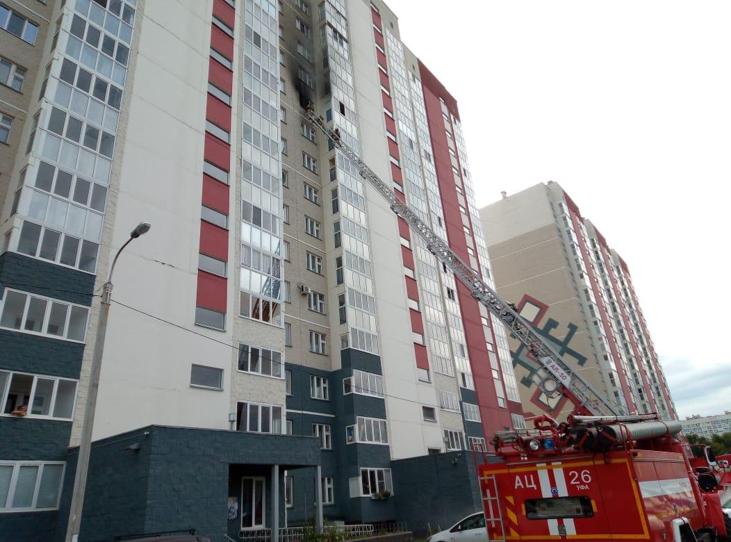 В Уфе загорелась многоэтажка, есть пострадавший