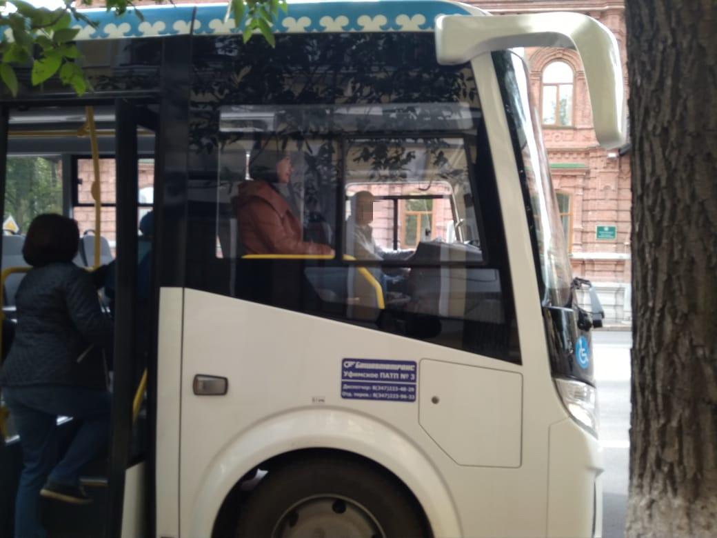 Жителей Уфы испугало поведение водителя нового автобуса
