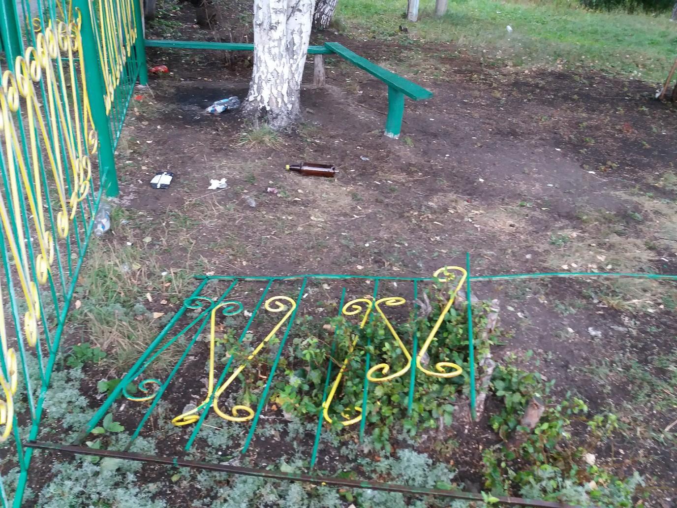 В одном из сел Башкирии вандалы разрушили забор в школе