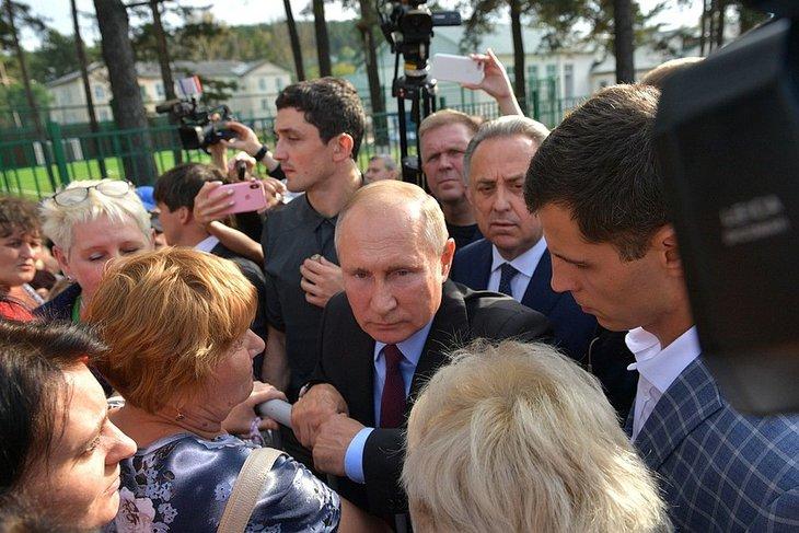 Владимир Путин обязал Сергея Левченко срочно решить озвученные в Тулуне вопросы пострадавших