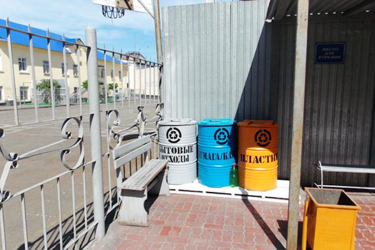 Осужденных в исправительных колониях Иркутской области учат разделять мусор