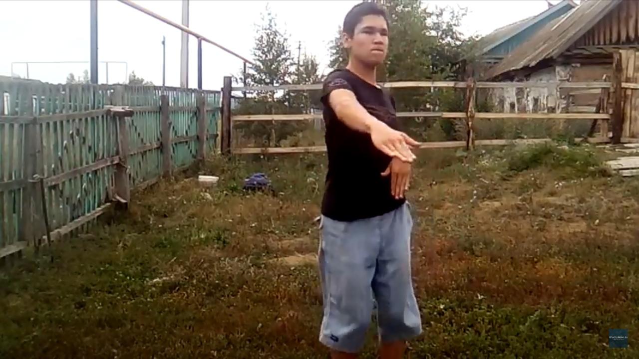 Танцор Динар из Башкирии повеселил подписчиков новым видеороликом