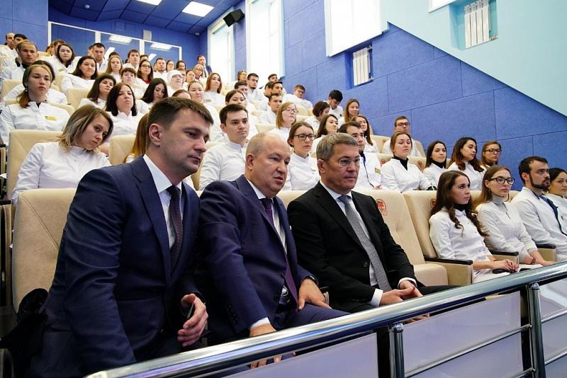 В БГМУ Радию Хабирову представили первый в Уфе цифровой кабинет