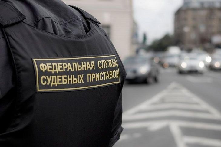Минюст РФ предложило разрешить приставам взламывать двери в квартиры