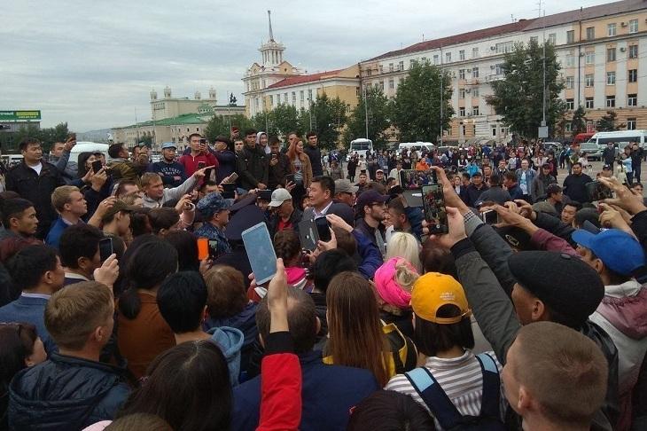 В Улан-Удэ продолжается митинг выступающих за отмену результатов выбора мэра