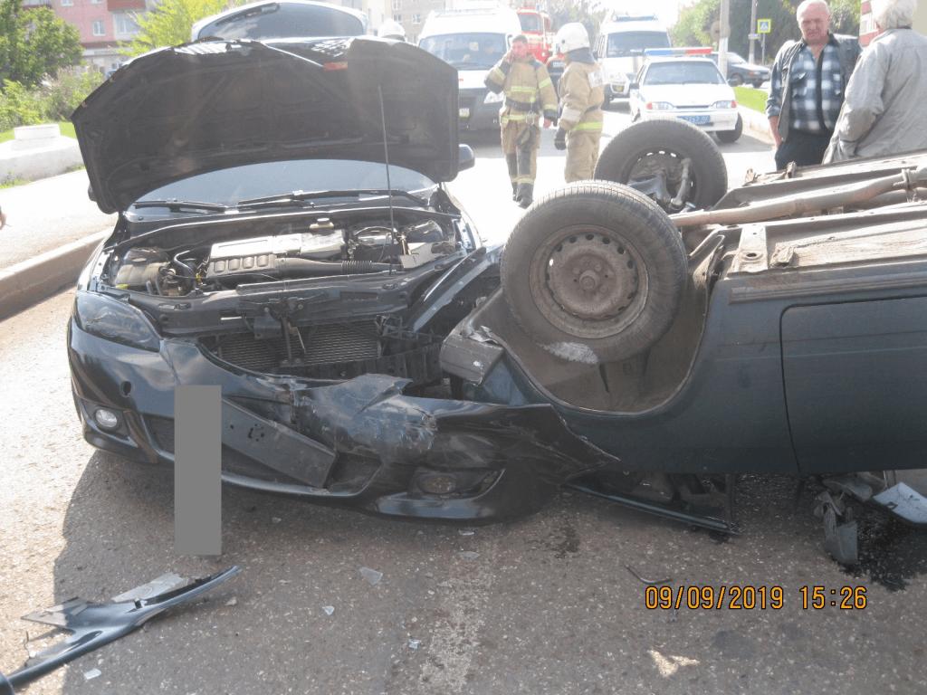 В Башкирии  в результате ДТП опрокинулся автомобиль