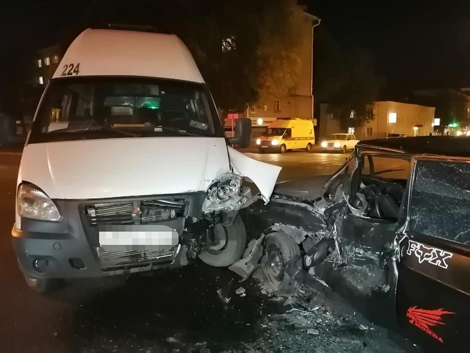 В Уфе столкнулись автобус и ВАЗ-2109 – Пострадали четыре человека, в том числе двое детей