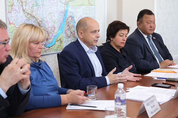 Парламентарии Иркутской области обсудили вопросы школьного питания для детей-инвалидов