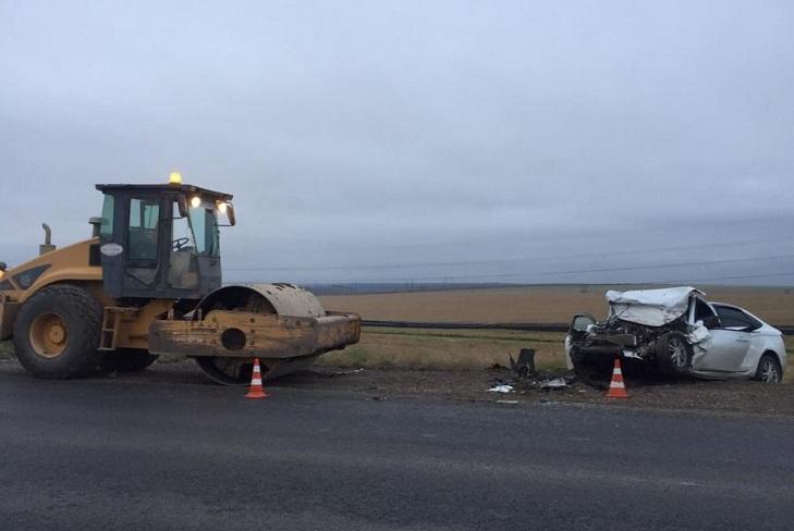 Мужчина погиб в Черемховском районе при столкновении дорожного катка и  «Лады»