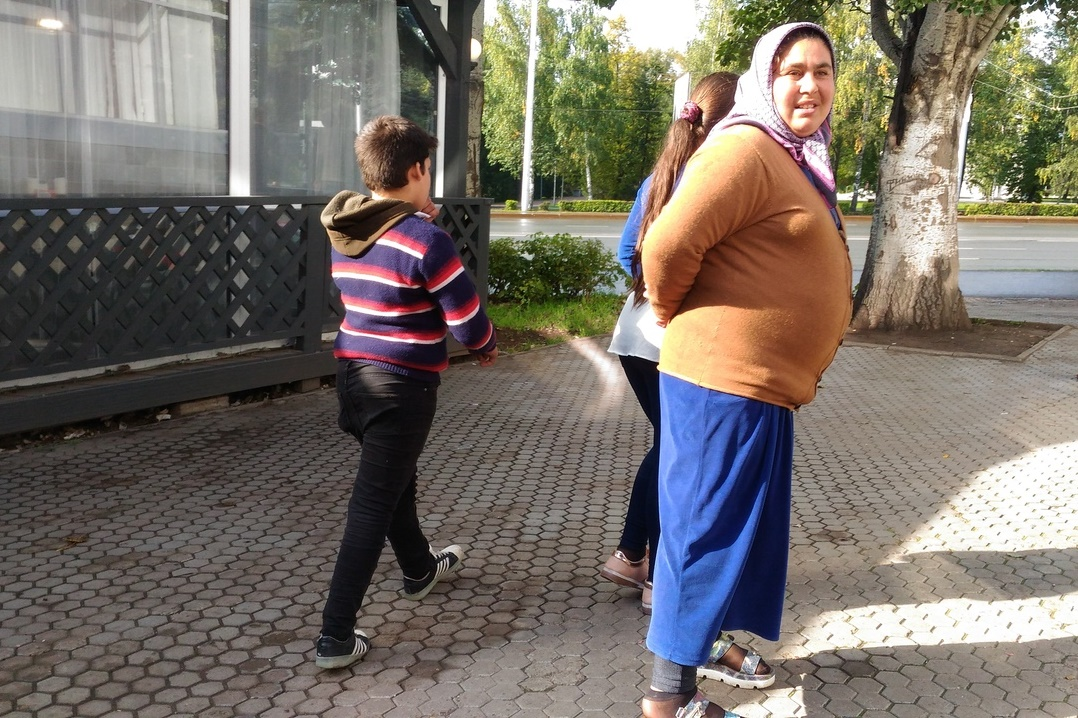 «Мы полиции не боимся»: Уфимцев напугала проклинавшая молодоженов цыганка с детьми