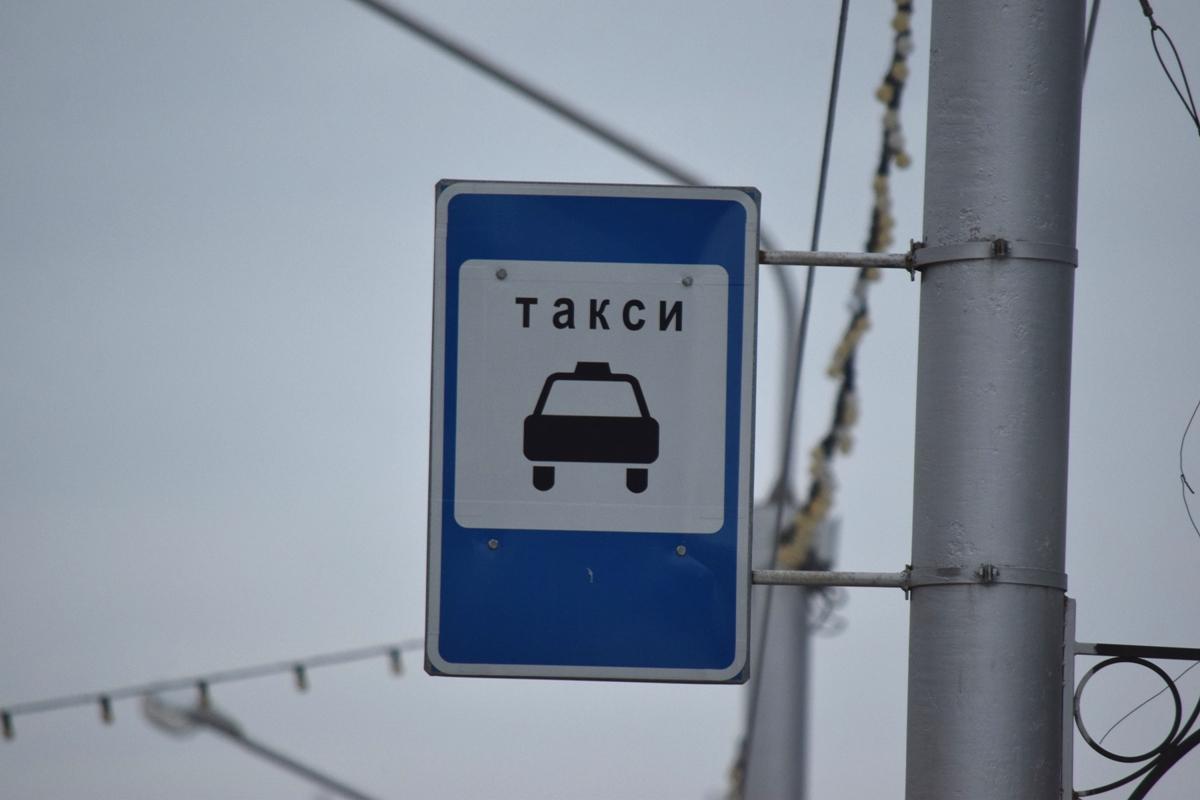 В Уфе пассажир украл деньги у женщины-таксиста, воспользовавшись ее добротой