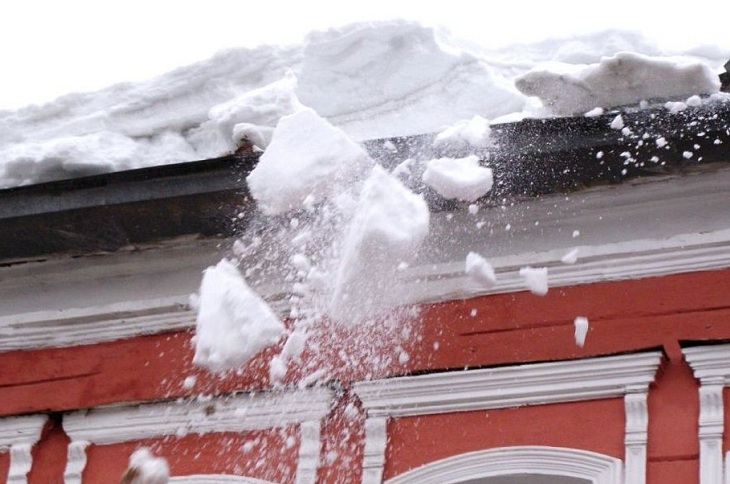 119 тысяч рублей возместят хозяйке Honda за сход снега на автомобиль в Ангарске