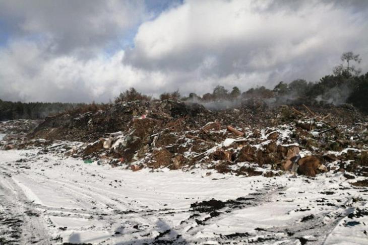 Пожар на мусорном полигоне в Тулунском районе потушили спустя неделю