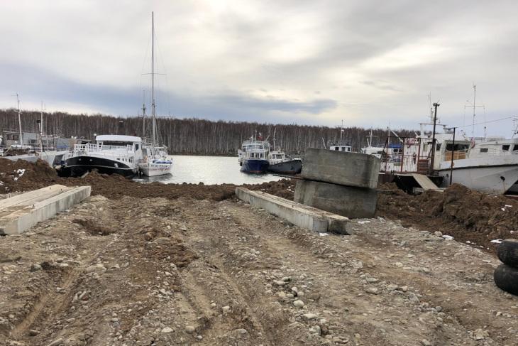 В Молодежном активисты добиваются восстановления береговой линии залива Топка