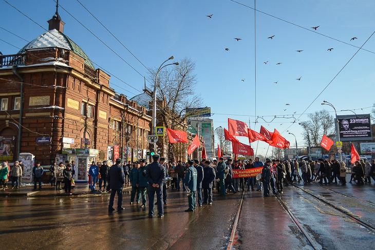 7 ноября в центре Иркутска ограничат движение транспорта из-за шествия