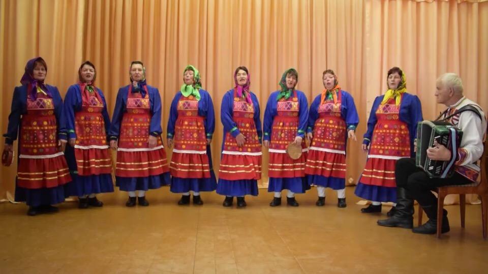 Бабушки из Башкирии исполнили известный рок-хит под баян и бубен