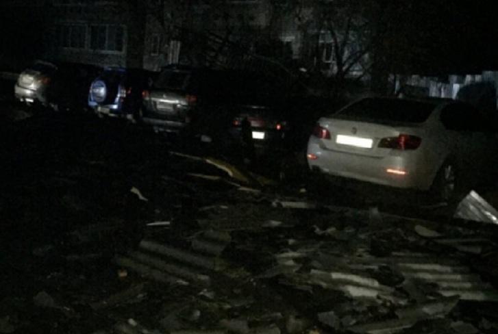 В Тулуне ураган сорвал кровлю спятиэтажного дома