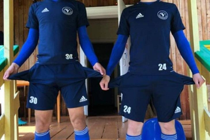 Футболисты иркутского клуба «Зенит» выложили в сеть фото с пустыми карманами