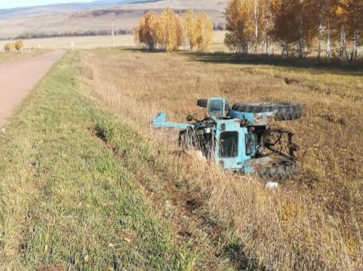 В Башкирии на трассе погиб тракторист