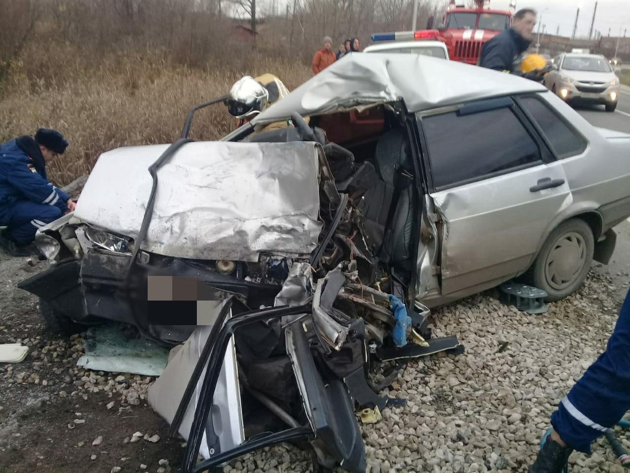 В Уфе в столкновении с фурой погиб водитель легковушки – Тело оказалось зажато в салоне