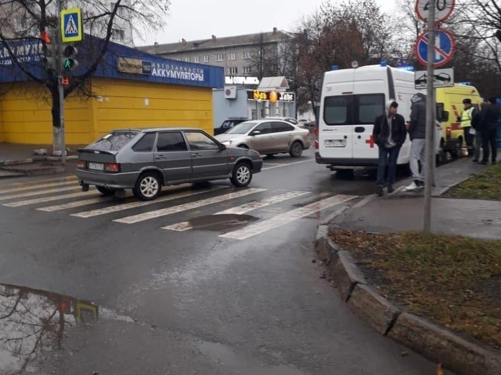 В Уфе на светофоре Lada Granta сбила троих пешеходов