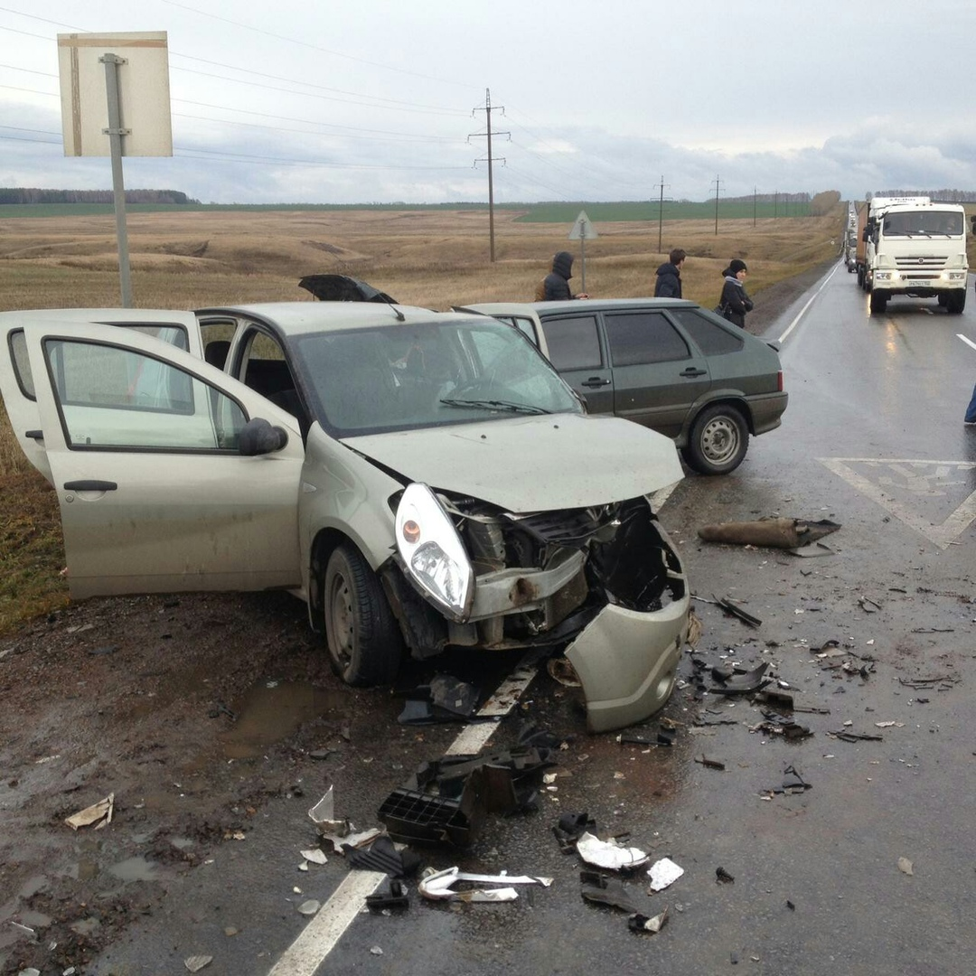 В Башкирии по вине водителя ГАЗели в ДТП попали два автомобиля