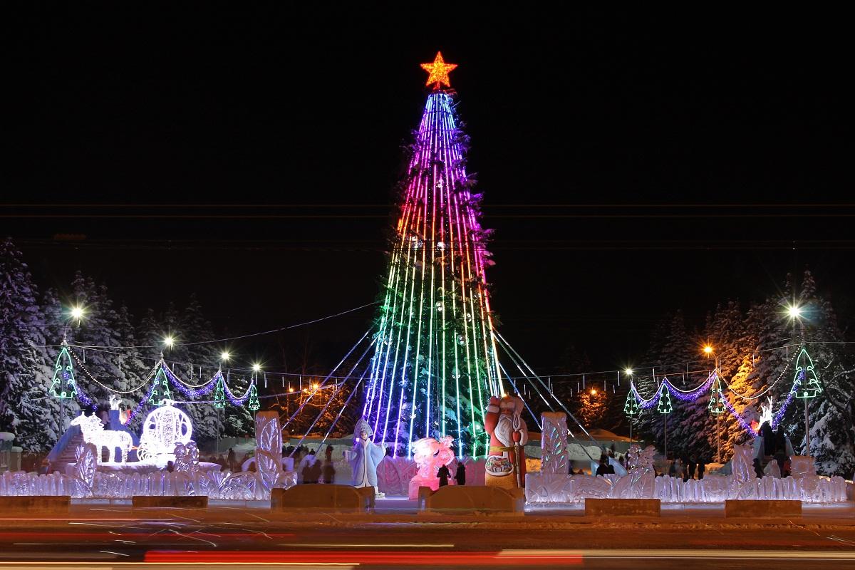 В Уфе к Новому году установят 20 елок