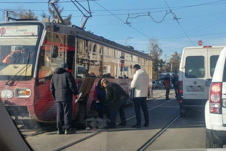 Трамвай сбил женщину на улице Ленина в Иркутске