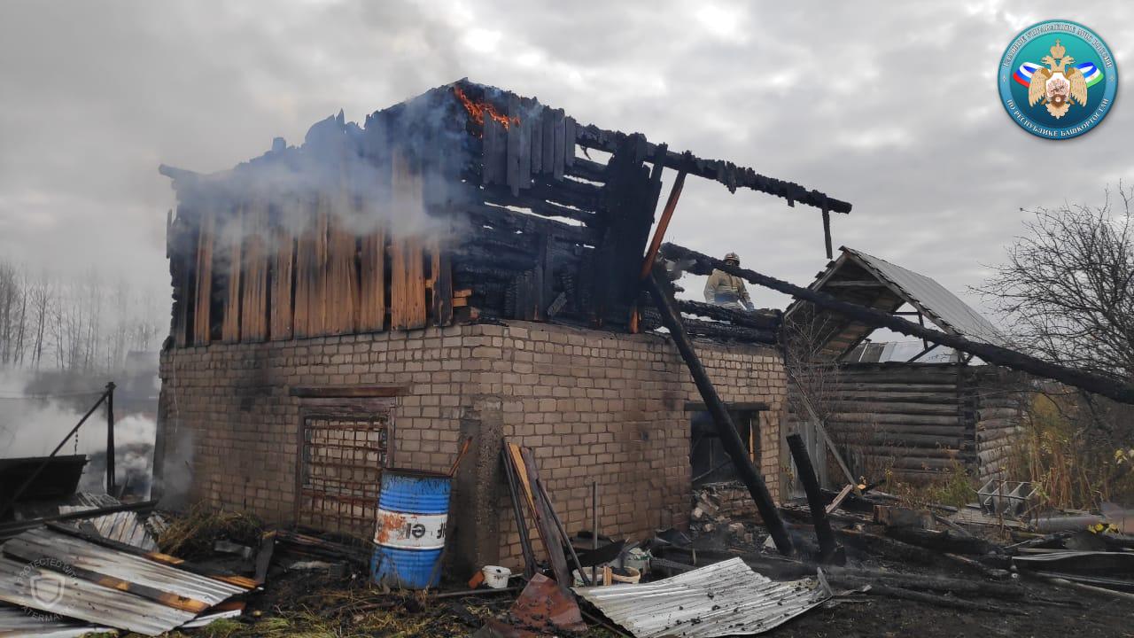 Спасатели назвали предположительные причины пожара в Башкирии, в котором сгорела 10-летняя девочка