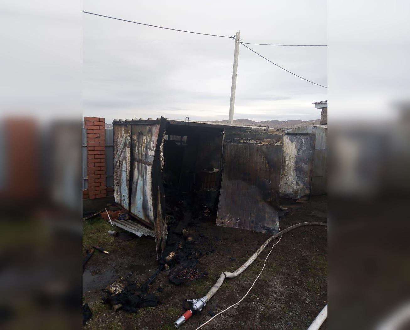 В Башкирии при пожаре на территории строящегося дома погибли трое мужчин