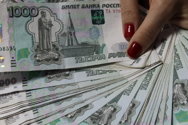 В Уфе сотрудницу банка, похитившую 43 млн рублей, направили под домашний арест