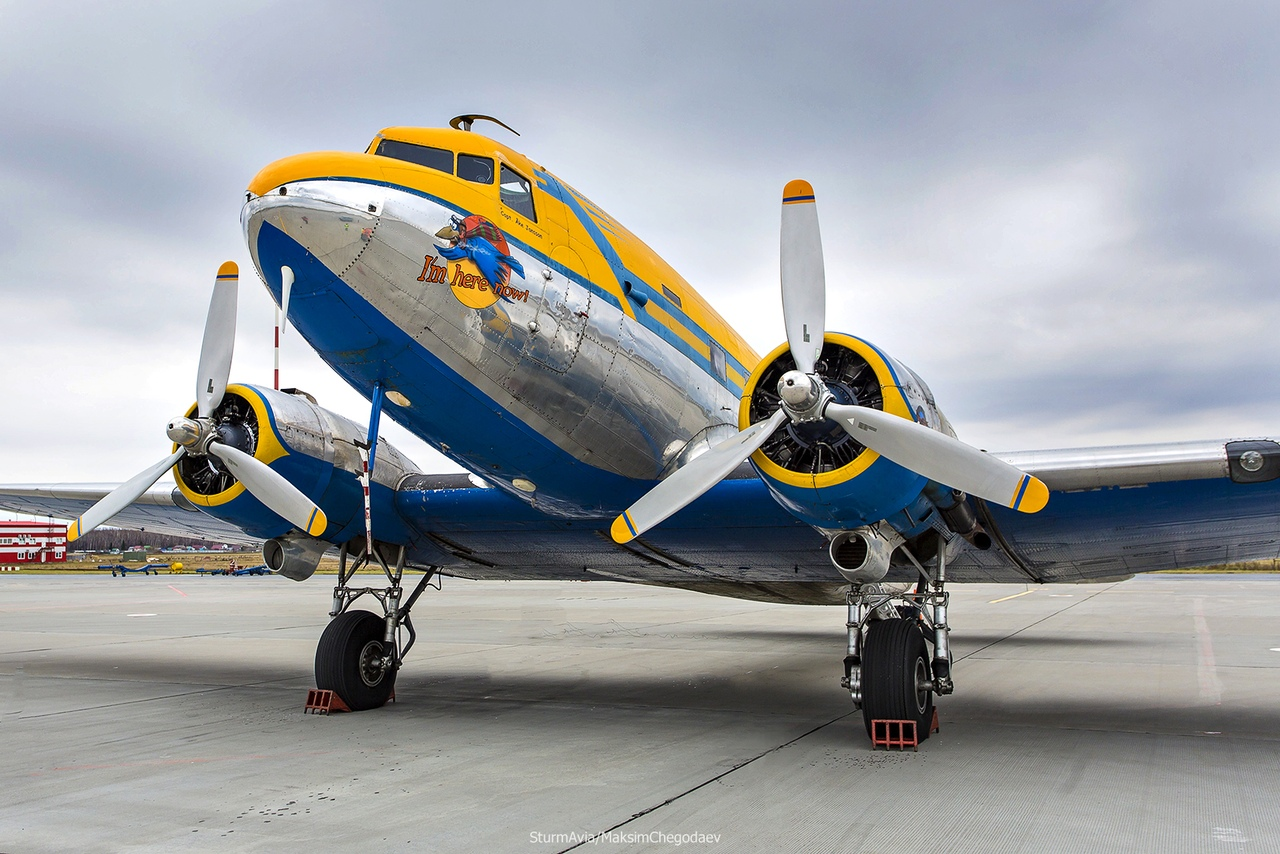 В уфимском аэропорту приземлился легендарный самолет времен Второй мировой войны