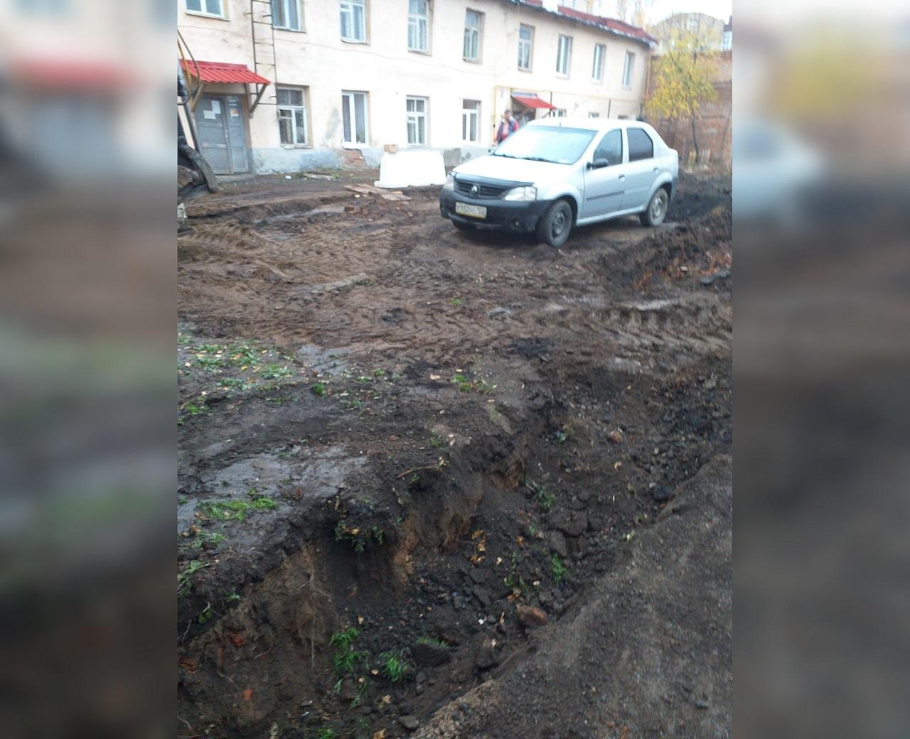 «Вырыли траншею и пропали»: Уфимцы жалуются на перерытый двор