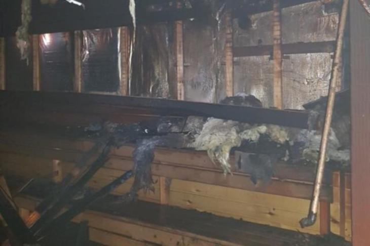 42 человека спаслись из горевшего банного комплекса под Иркутском