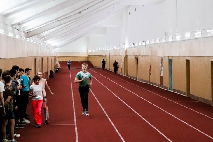 В Иркутске на стадионе «Труд» отремонтировали легкоатлетический манеж