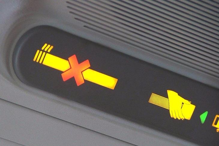 Пассажира рейса Москва-Иркутск задержали за курение в самолете