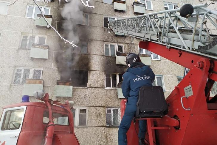 Из горящей пятиэтажки в Усть-Илимске спасли 38 человек