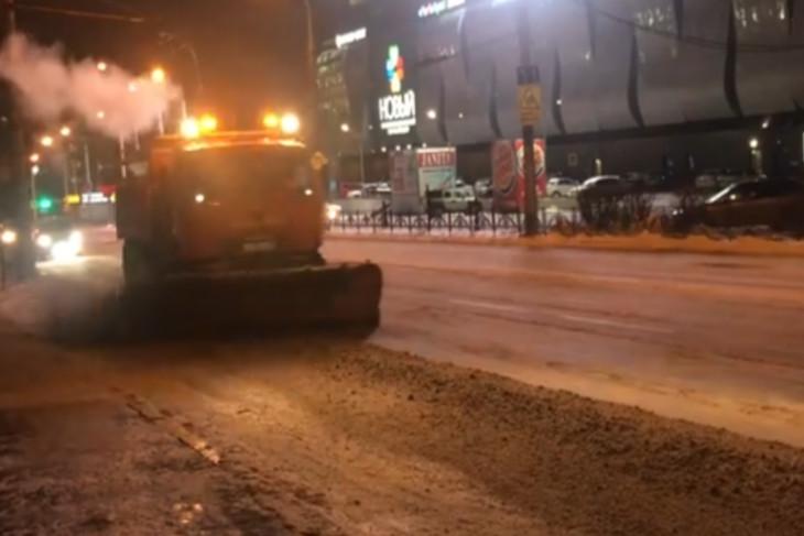 Мэрия Иркутска сообщила, что дороги от снега чистят преимущественно ночью
